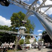 So sah der Aufbau bei den Sommernächten am Königsplatz in der Vergangenheit aus. Der Stadtsommer 2020 soll wieder Musik und Kultur auf den Kö und Rathausplatz bringen.