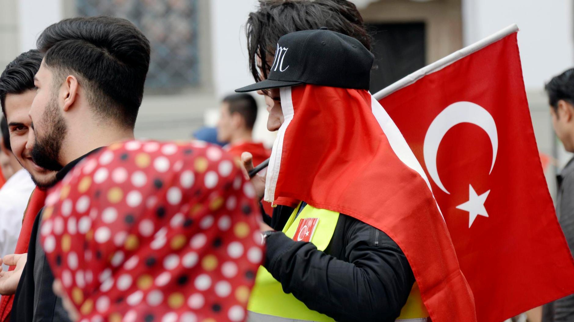 Debatte in Augsburg: Türkei-Demos: Kundgebungen sollen auf