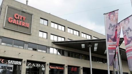 Wer am Dienstagmorgen in der City-Galerie in Augsburg war, hörte den Alarm und musste das Einkaufszentrum verlassen. Es wurde geübt.
