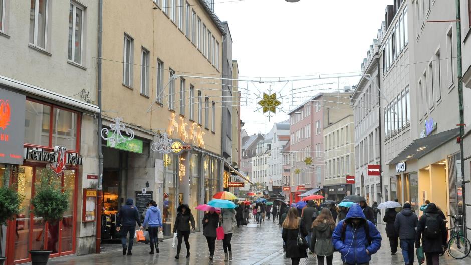 Augsburg: So viel Geld zahlen Kunden für Weihnachtsgeschenke ...