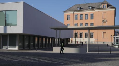 Die Werner-Egk-Grundschule in Oberhausen trägt ihren Namen seit 1994.
