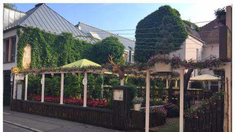 Für dieAbgrenzung und ein Werbeelement im Hirschgarten am Thorbräukeller wurde keine Genehmigung beantragt. Das sorgt nun für Ärger.