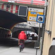 Radfahrer werden weiterhin die Pferseer Unterführung nehmen müssen, weil der neue Tunnel zum Hauptbahnhof nicht für den Radverkehr freigegeben wird.