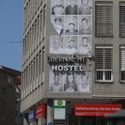 """Das Hostel """"Übernacht"""" in der Karlstraße in Augsburg muss schließen."""