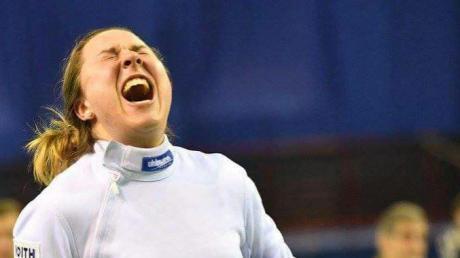 Degenfechterin Anna Hornischer freut sich.
