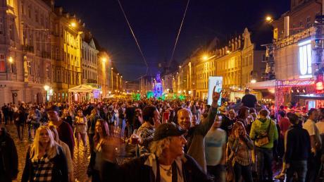 Die Sommernächte sind Augsburgs jüngstes Fest.