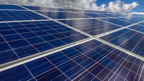 In Augsburg gibt es bislang keine Photovoltaikanlagen auf Feldern. Das soll sich ändern.