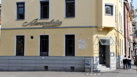 Die Neueröffnung des Odeon in der Volkhartstraße verzögert sich. Künftig ist ein Gastronomen-Trio am Start. Die Fassade ist bereits gestrichen.