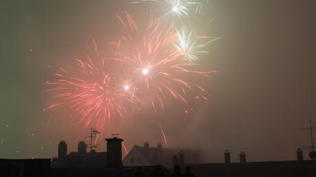 Immer mehr Menschen bevorzugen an Silvester private Feiern anstatt auf Veranstaltungen zu gehen - auch in Augsburg.