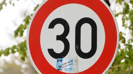 Die Stadt Augsburg will in einigen Hauptstraßen die Geschwindigkeit reduzieren.