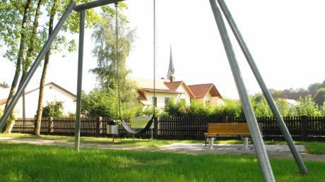 """Im Baugebiet """"Schlagäcker"""" in Utzmemmingen soll ein neuer Spielplatz entstehen. Welche Spielgeräte angeschafft werden, entscheidet der Ortschaftsrat."""