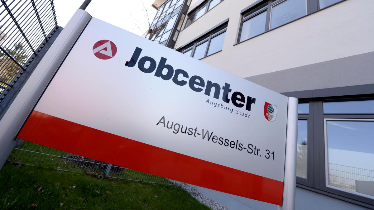 augsburg hilfe f r jobcenter mitarbeiter ist in sicht lokales augsburg augsburger allgemeine. Black Bedroom Furniture Sets. Home Design Ideas