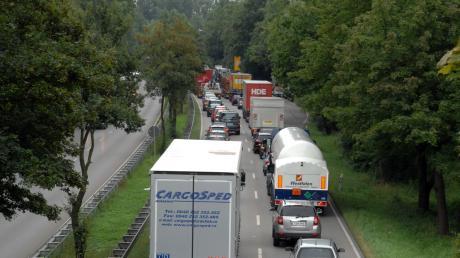 Auf der Mühlhauser Straße staut sich derzeit der Verkehr stadtauswärts.