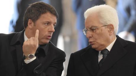 Matteo Renzi (links) und Sergio Matarella haben Schwierigkeiten mit der Regierungsbildung.
