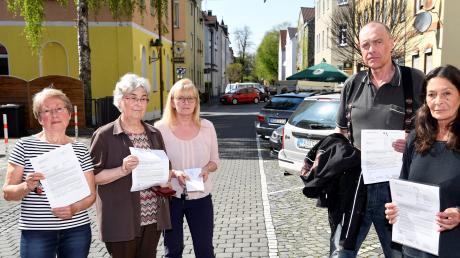 Grundeigentümer Margit Zimmermann, Agnes Lambert, Brigitte Höhenberger, Bernhard Griesemann und Renate Adler (von links) sind von den Nachzahlungen durch die Stadtteilsanierung betroffen.