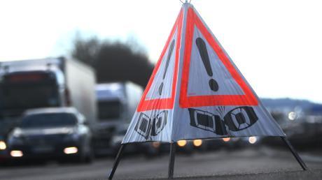 Ein Unfall auf der B17 in Augsburg hat am Donnerstag für Stau gesorgt. Ein Fahrstreifen musste vorübergehend gesperrt werden.