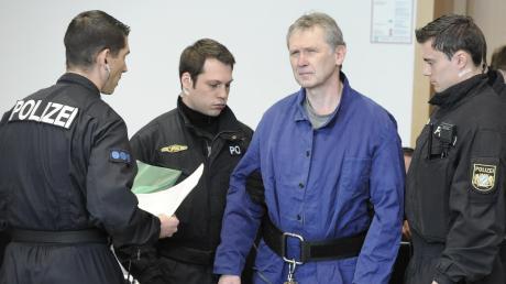 Polizistenmörder Rudolf Rebarczyk im Strafprozess. Er und sein Bruder müssen der Kollegin des getöteten Mathias Vieth Schmerzensgeld zahlen.