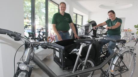 Spezialrad Fischer heißt der neue Fahrradladen in der Schäfflerbachstraße 1, der Anfang dieser Woche eröffnete. Albert und Gudrun Fischer sind die Inhaber, die unter anderem Umrüstungen anbieten.