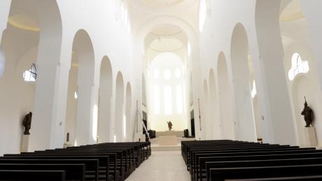 """Die Choreografie """"Jeremia - Passion eines Propheten"""" von Tänzer Clemens Fröhlich in der Moritzkirche sorgt im Nachhinein für Aufregung. Er tanzte bei der Primiz vor dem Altar."""