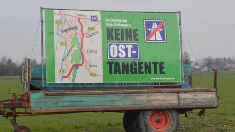 Dieses Protestschild haben Osttangenten-Gegner neben der B2 zwischen Friedberg-Lindenau und dem Schwabhof aufgestellt.
