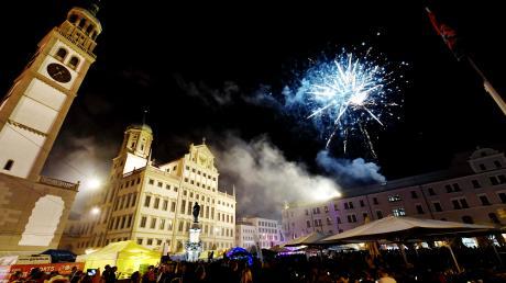 Auch in diesem Jahr dürfen sich die Besucher des Festivals La Strada wieder auf zwei Feuerwerke freuen.