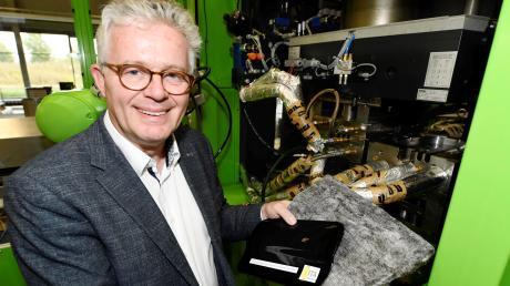 Prof. Stefan Schlichter ist Geschäftsführer des Instituts für Textilindustrie im Innovationspark.