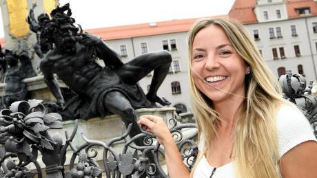 Zu einem Besuch in der alten Heimat gehört für Miranda Azriel auch der Rathausplatz mit dem Augustusbrunnen. Die Augsburgerin führt in Israel Kiosk-Cafés.