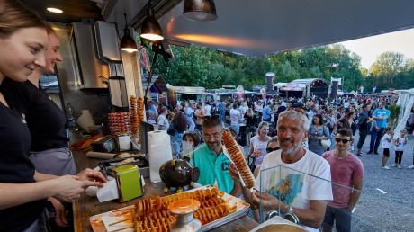 Beim Streetfood-Festival in Göggingen können die Besucher ausgefallene Speisen probieren. Auch ein Rahmenprogramm ist geboten.