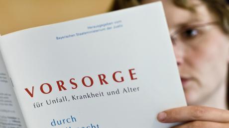 In dieser Broschüre des bayerischen Justizministeriums, die auch aus dem Internet heruntergeladen werden kann, finden Sie auch Vordrucke für die verschiedenen Vollmachten.