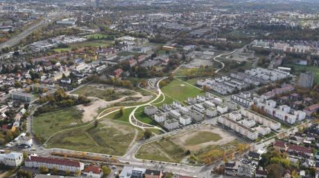 Muss der Stadtteil Kriegshaber - unser Bild zeigt einen Blick von oben auf das Areal der ehemaligen Reese-Kaserne - umbenannt werden?