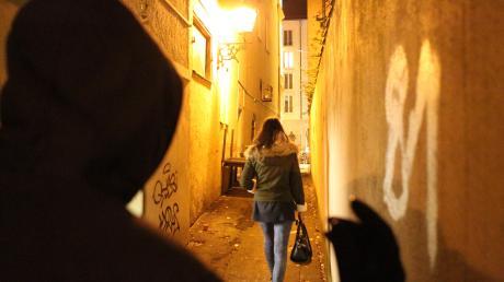Damit sich die Bürger nachts sicherer fühlen können, fordert die SPD einen so genannten Nachtmanager. Er soll helfen, Konflikte zwischen Nachtschwärmern und Anwohnern einzudämmen.