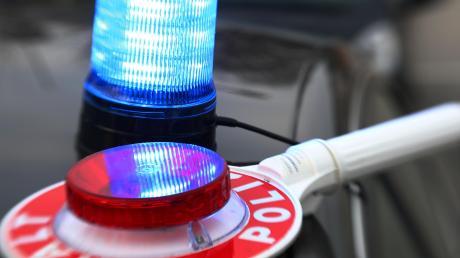 Die Dillinger Polizei hat bei Gundelfingen einen 15-jährigen Autofahrer gestoppt.