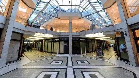 In der Viktoriapassage am Hauptbahnhof herrscht in der Ladenstraße im Erdgeschoss inzwischen viel Leerstand.