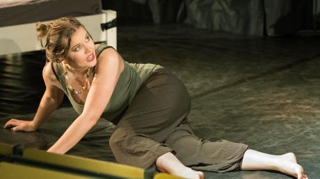 Die Studentin spielt aktuell eine Nachtclub-Hostess und muss auch eine schwierige erotische Szene bewältigen.