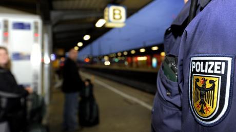 Einer Frau ist im Intercity die Reisetasche gestohlen worden. Sie hatte aber einen Verdacht - und konnte den Verdächtigen perfekt beschreiben.