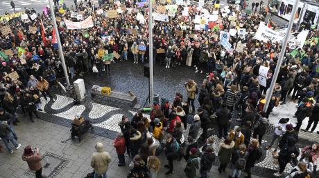 Die Demonstration begann um 11 Uhr am Rathausplatz.