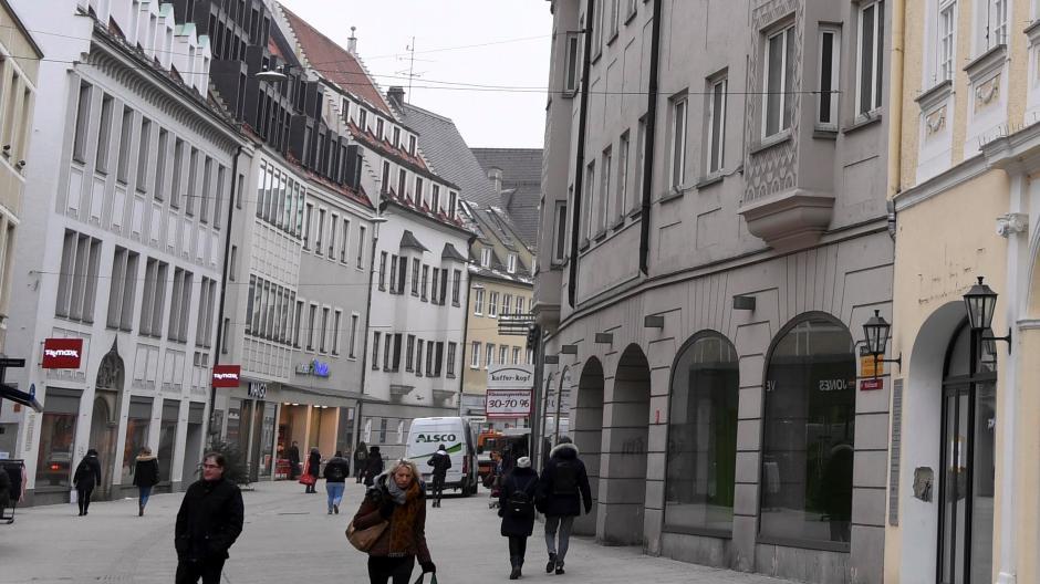 890679770256f2 Das graue Woolworth-Gebäude (rechts) in Augsburg steht seit 2009 leer. Ob  Peek   Cloppenburg hier einzieht