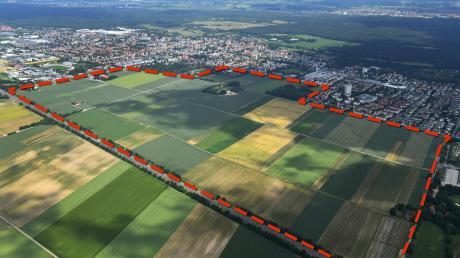 Architektin und Professorin Katinka Temme lobt, die Stadt Augsburg setze sich stark mit dem Bestand an Wohnungen auseinander. Andererseits werde beim neuen Wohngebiet Haunstetten Südwest viel freie Fläche bebaut.