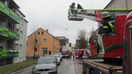 Bei einem Brand in der Eberlestraße wurden zwei Menschen verletzt.