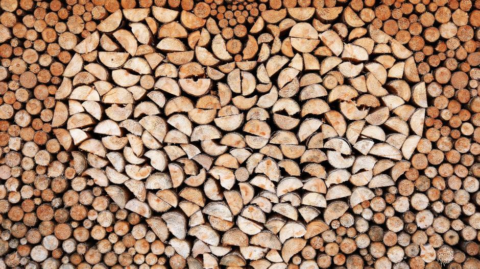 Brennholz%20mit%20Liebe%20aufgeh%c3%a4uft%202.jpg