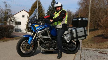 Lothar Gumpert ist begeisterter Motorradfahrer. Der Präsident der Krumbacher Motorradfreunde fährt eine Enduro-Maschine, eine Yamaha Super Tenere. Vor Saisonstart will er sein Gefährt wieder auf Vordermann bringen, um sicher unterwegs zu sein