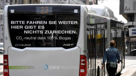 Aktuell sind 90 Erdgasbusse der Stadtwerke auf den Straßen unterwegs. Die EU fordert aber mehr Elektrofahrzeuge.