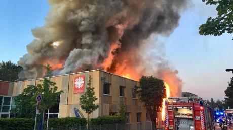 Die Kripo geht davon aus, dass ein Brandstifter für das Feuer im Sozialzentrum der Augsburger Caritas verantwortlich ist. Einen Tatverdächtigen gibt es zehn Monate nach dem Brand nicht.