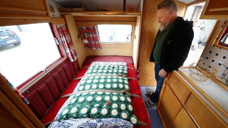 Der Wohnwagen vom Typ Bluebird Dorset, Baujahr 1961, ist ein Raumwunder. Fast alles lässt sich ausklappen – sogar eine echte Matratze.