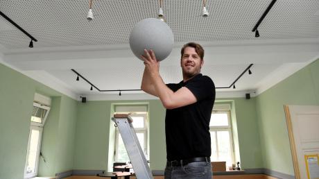 Es sind nur noch ein paar Handgriffe, dann ist alles fertig. Sebastian Hrabak eröffnet den Mohrenkönig im Antonsviertel am kommenden Samstag neu.