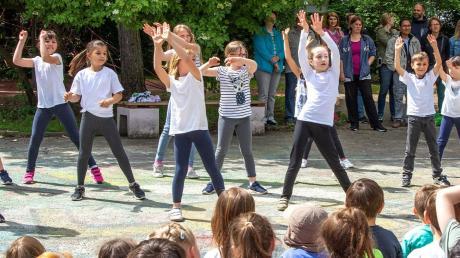 """Die Tanzgruppe """"Wir sind hier"""" leitete Mara Hendler-Peters von Tanz und Schule Augsburg e.V."""