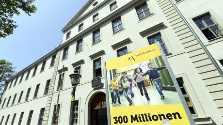 300 Millionen Euro fließen bis 2030 in die Sanierung der Augsburger Schulen (auf dem Bild das Holbein-Gymnasium). Doch das Geld reicht nicht.