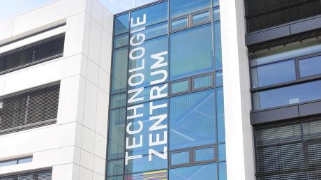 Das Technologiezentrum im Augsburger Innovationspark steht sinnbildlich für Forschung am Standort.