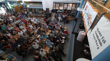 Rund 160 Bürger aus Oberhausen und dem benachbarten Bärenkeller waren zum Stadtteilgespräch in die Aula der Werner-Egk-Schule gekommen.