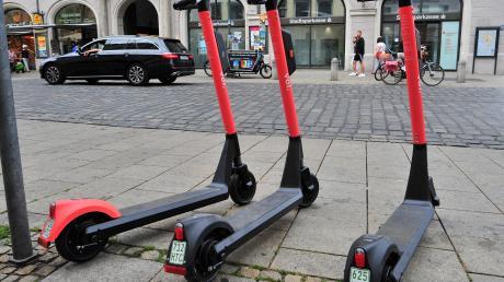 Seit Freitag gibt es in Augsburg E-Scooter zum Ausleihen.